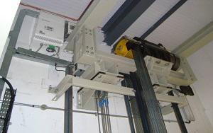Thang máy có phòng máy và không phòng máy khác nhau ở điểm gì?